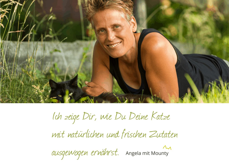 Angela liegt im Gras mit Text ausgewogene Katzenernährung